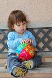 O rapaz pequeno pensativo charming imagem de stock royalty free
