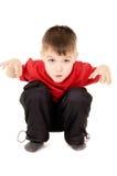O rapaz pequeno que grita e writhe uma face fotos de stock royalty free