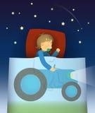 O rapaz pequeno tem um sonho sobre o trator Foto de Stock Royalty Free