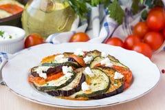 O ratatouille, vegetais cortou em fatias, beringela, abobrinha, tomat Fotografia de Stock