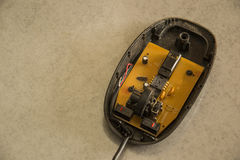 O rato sem fio do computador desmonta fotografia de stock