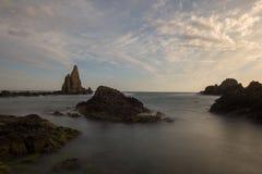 O recife das sirenes do cabo no por do sol Imagem de Stock