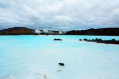 O recurso geotérmica do banho da lagoa azul em Islândia A lagoa azul famosa perto de Reykjavik, Islândia imagens de stock