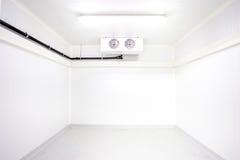 O refrigerador da sala imagens de stock