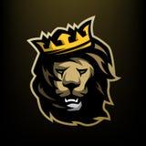 O rei do leão com uma coroa Foto de Stock Royalty Free