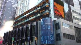 O relógio da notícia, símbolos de ações, mercados, troca vídeos de arquivo