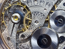 O relógio de bolso antigo engrena e funciona--Macro Fotografia de Stock Royalty Free