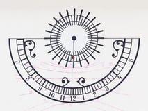O relógio de sol na parede Imagens de Stock