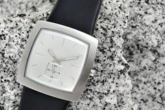 O relógio do braço com a cinta de couro Foto de Stock