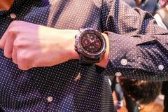 O relógio esperto de Garmin Fenix 5 foi revelado em Tailândia imagens de stock