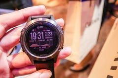 O relógio esperto de Garmin Fenix 5 foi revelado em Tailândia fotografia de stock royalty free