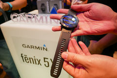 O relógio esperto de Garmin Fenix 5 foi revelado em Tailândia imagens de stock royalty free