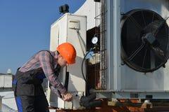 Reparo do condicionamento de ar Imagens de Stock