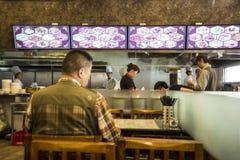 O restaurante do taxista local, Shanghai China Fotos de Stock