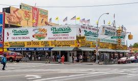 O restaurante original em Coney Island, New York do Nathan. Fotos de Stock Royalty Free