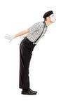 O retrato completo do comprimento de um homem mimica o beijo do gesto do artista Imagens de Stock Royalty Free