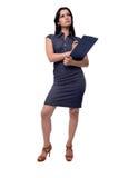 O retrato completo do corpo da mulher de negócio pensa no vestido com a prancheta e a pena, isoladas no branco Fotos de Stock Royalty Free