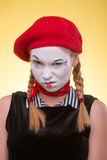O retrato da fêmea mimica isolado no amarelo Foto de Stock