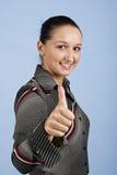 O retrato da mulher de negócios nova dá o polegar acima Fotos de Stock