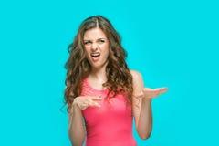 O retrato da mulher enojado Imagens de Stock
