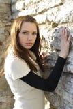 O retrato da mulher nova stonewall sobre Imagens de Stock Royalty Free