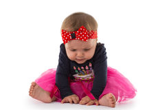 O retrato de um bebê pequeno bonito, estúdio disparou no branco foto de stock