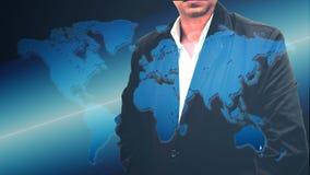 O retrato de um homem de negócios farpado seguro que está com suas mãos em uns bolsos overlay o fundo do mapa do mundo Exposição  Fotos de Stock Royalty Free