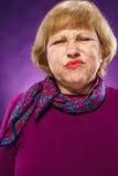 O retrato de uma mulher superior insatisfeito imagens de stock royalty free