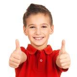O retrato do menino alegre que mostra os polegares levanta o gesto Imagens de Stock Royalty Free