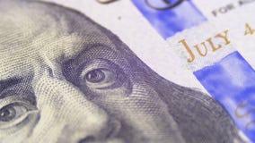 O retrato do presidente Benjamin Franklin em cem notas de dólar gerencie filme