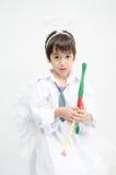 O retrato do rapaz pequeno finge como o cupido com asa e seta Fotografia de Stock Royalty Free