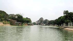 O rio é bonito e quieto em Tailândia filme