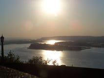 O Rio Columbia que olha para o oeste Fotos de Stock Royalty Free