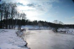 O rio congelado Imagem de Stock Royalty Free