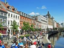 O rio de Aarhus (canal de Aarhus) em Midtbyen Fotos de Stock Royalty Free