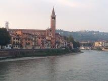 O rio de Adige em Verona, Itália Fotos de Stock