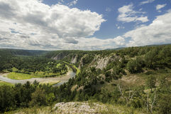 O rio de Belaya nas montanhas dos Ural do sul Imagem de Stock Royalty Free
