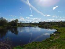 O rio de Oredezh e seus bancos Fotos de Stock Royalty Free