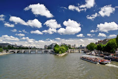 O rio de Seine, Pount Neuf e menciona o console Fotos de Stock
