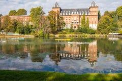 O rio e o castelo, Turin Foto de Stock
