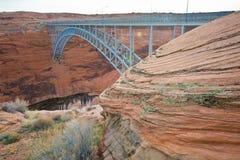 O rio e o Glen Canyon Dam de Coronado na página, o Arizona fotografia de stock