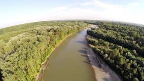 O rio flui na floresta filme