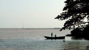 O rio Godavari, em Rajahmundry, Índia imagem de stock