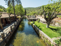 O rio na cidade Foto de Stock