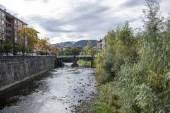 O rio na cidade de Azpeitia Foto de Stock Royalty Free