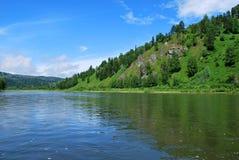 O rio nas montanhas Fotos de Stock