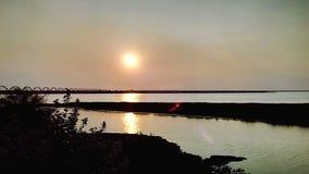 O rio no por do sol fotos de stock royalty free