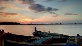 O rio no por do sol imagens de stock royalty free
