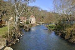 O rio Sarthe no Saint-Céneri-le-Gérei Imagens de Stock Royalty Free