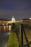 O rio Seine e luzes de brilho, Paris fotografia de stock